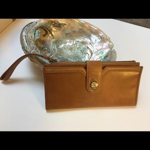 HOBO LONG WRISTLET WALLET CARAMEL